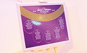 Фиолетово-золотой план рассадки гостей на свадьбе