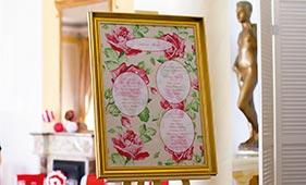 План рассадки гостей на свадьбе с красными розами