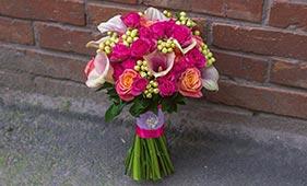 Свадебный букет невесты с розовыми каллами