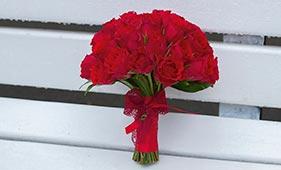 Красный свадебный букет невесты из роз