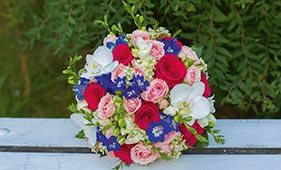 Свадебный букет невесты из роз и орхидей