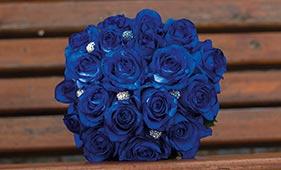 Свадебный букет невесты из синих роз