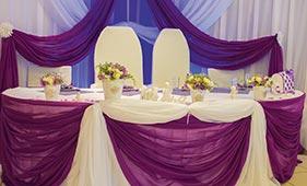 Свадебная цветочная композиция на стол молодоженов в горшочках