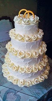 Сливочный свадебный торт с розочками