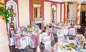 Оформление банкетного зала розовой тканью