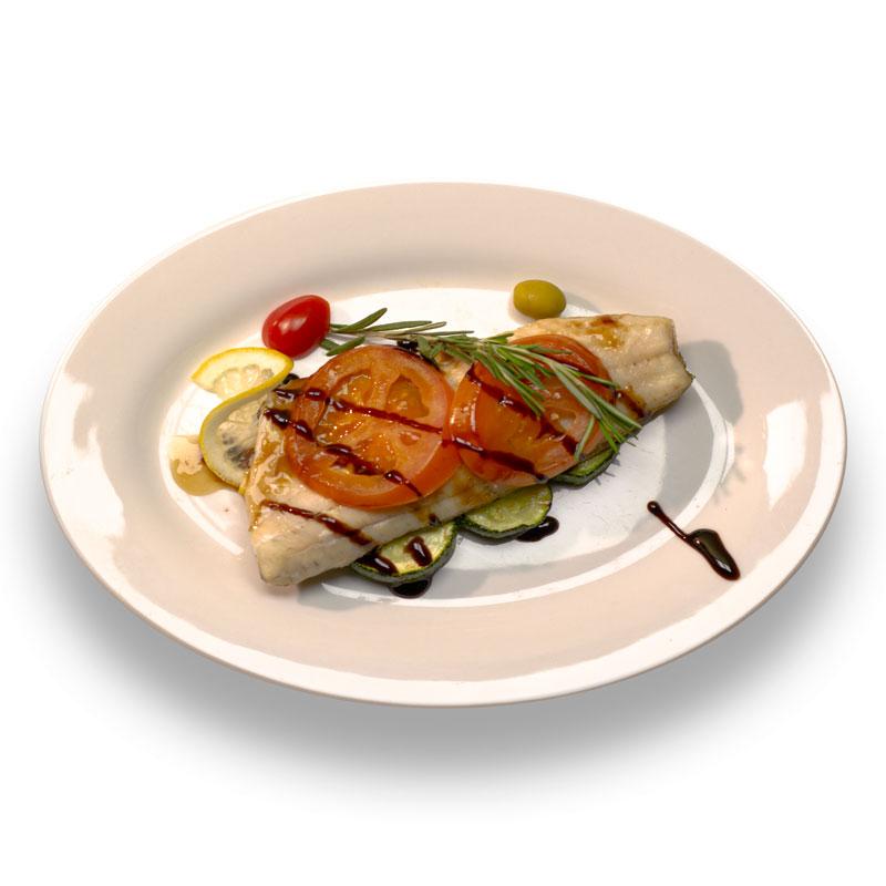 Филе судака с бальзамическим  соусом и весенними овощами