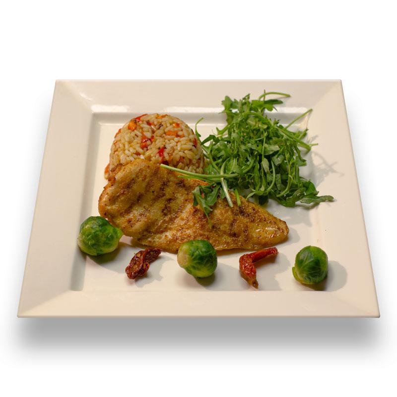 Куриная грудка гриль с рисом и овощами
