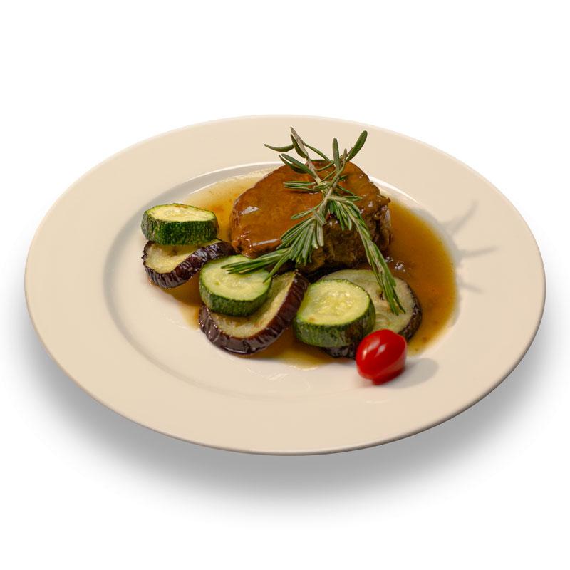 Медальон из говяжьей вырезки томленый в соусе Деми-глас  и весенними овощами