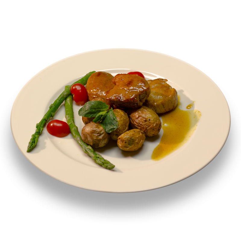 Медальоны из свиной вырезки, томленые в медово-горчичном соусе с картофелем шато