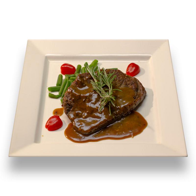 Стейк из мраморной говядины с соусом Деми-глас и стручковой фасолью