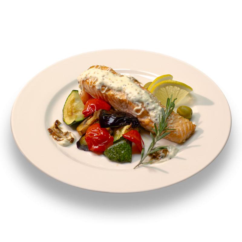 Стейк из норвежского лосося с овощным соте и соусом Бешамель
