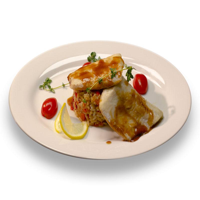 Запеченое филе белой рыбы с  рисом и овощами под соусом терияки